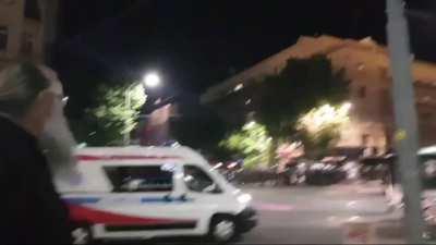 Полиција користи возила Хитне помоћи да би могли замаскирано да приђу протестантима